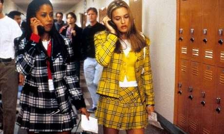 """Alicia Silverstone como Cher Horowitz, ao lado de Stacey Dash (Dionne) em cena de """"As Patricinhas de Berely Hills (Foto: Reprodução)"""
