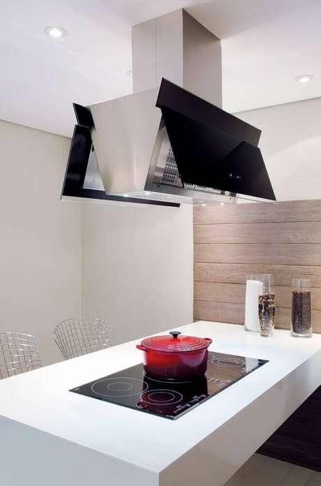 8. A cozinha com coifa de ilha no modelo butterfly fica com ares super moderno e contemporâneo.