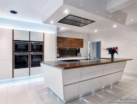 2. Para criar um ambiente bonito é necessário que a coifa siga estilo de decoração da cozinha.