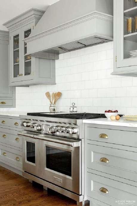 1. Cozinha com coifa na parede