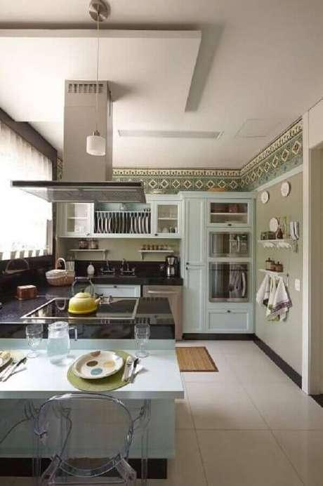 49. Cozinha planejada com coifa