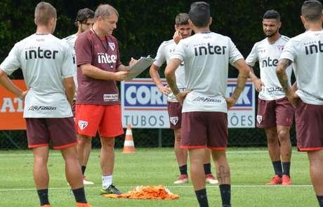 Aguirre comanda treino do São Paulo, no CT da Barra Funda.
