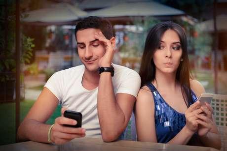 Arábia Saudita deve punir quem espionar o celular do companheiro
