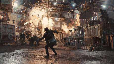 """No filme, a destruição das """"pilhas"""" de casas foi bem diferente do livro"""