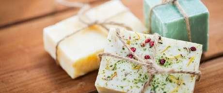 1. Saber como fazer sabão caseiro ajuda a economia e ao meio ambiente.