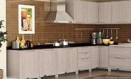46. Simples cozinha planejada com coifa de alumínio
