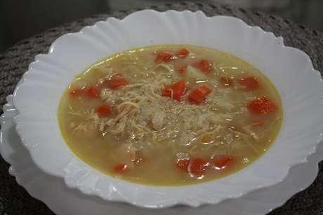 Prato com canja de galinha