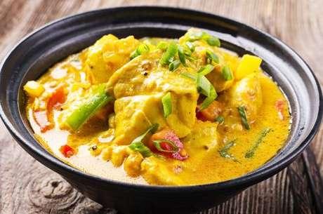Peixe com molho de leite de coco e curry