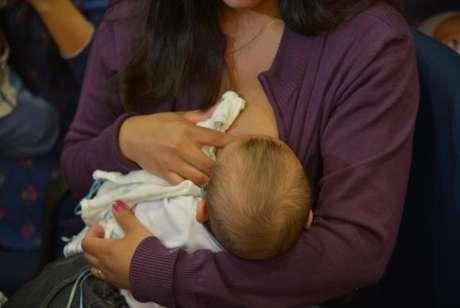 Bebês que ficam seis meses ao lado da mãe têm reduzidas as chances de contrair doenças