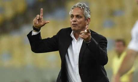 Reinaldo Rueda foi treinador do Flamengo por cerca de sete meses e saiu do clube em janeiro (Foto: André Durão)