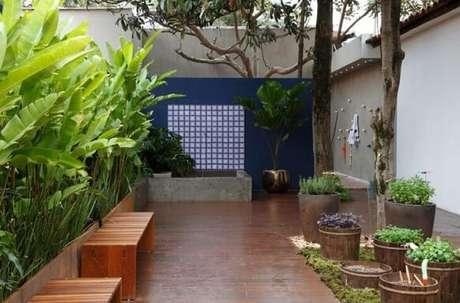 8. Jardim com deck de madeira. Projeto de Juliana Freitas