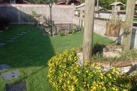 9. Jardim com flores amarelas. Projeto de Atelier de Paisagem