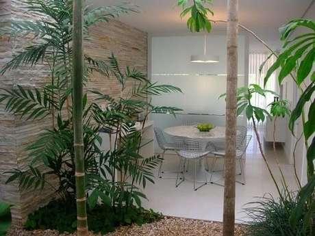 38. Jardim de inverno com árvores. Projeto de Alexandre Freitas Santos