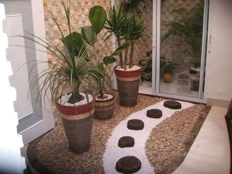 34. O uso de pedras diferentes deixa o jardim de inverno interessante