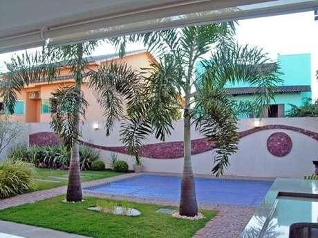 64. Jardim externo com piscina. Projeto de Andrea Andrade