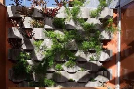 21. Para saber como fazer um jardim vertical, você tem que saber que existem vários tipos de estrutura para ele. Projeto de Mutabile