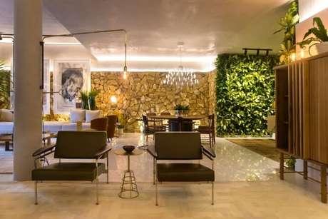 27. Jardim vertical em sala de estar. Projeto de Rodrigo Maia