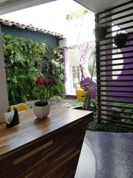 71. Jardim vertical externo. Projeto de Carmem Lucia Teixeira Avila