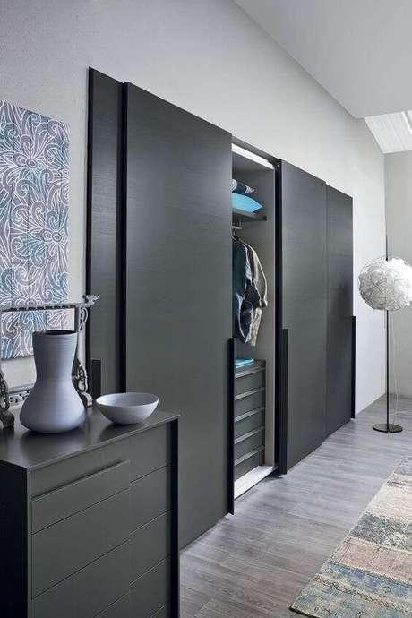 41. Guarda roupa embutido em quarto estilo contemporâneo