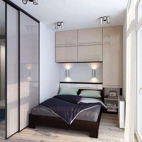 43. Modelo de guarda roupa embutido planejado para quarto pequeno