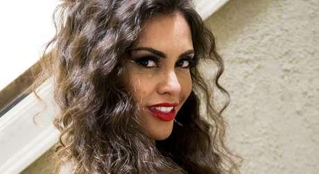 A atriz no papel de Cleonice, a amante do piloto vivido por Falabella em 'Brasil a Bordo'