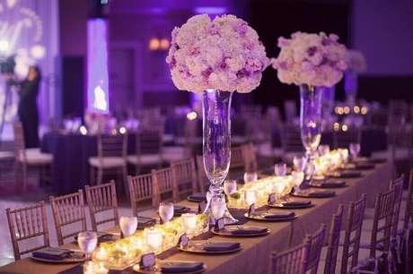 38. Modelos de arranjos de mesa para decoração de festa de casamento