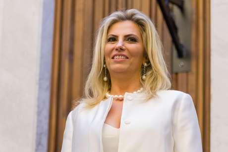 A governadora do Paraná, Cida Borghetti (PP), informou que as bandeiras do Estado e do País ficarão a meio mastro em todas as repartições públicas