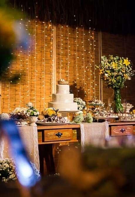 47. Cortina de pisca pisca para decoração de casamento