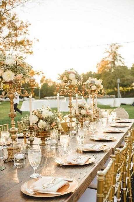 18. O dourado pode trazer muita sofisticação à decoração de casamento