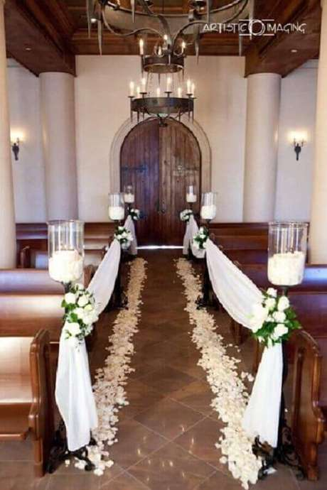 4. Decoração de igreja para casamento no estilo rústico