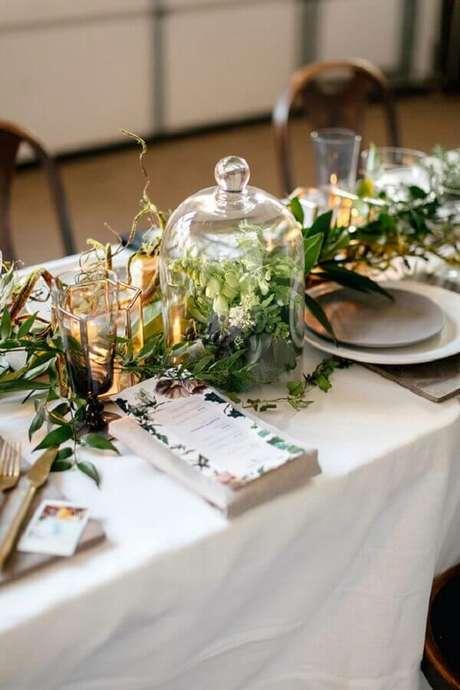 34. Lindos e delicados enfeites para decoração de mesa de casamento
