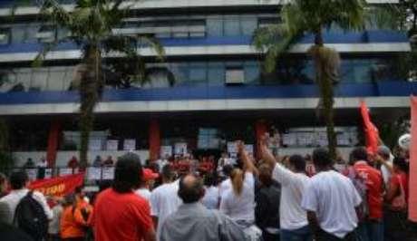 São Bernardo do Campo (SP) - Lula, que passou a segunda noite no local, acompanhado de amigos, apoiadores e familiares, ainda não se pronunciou e nem apareceu hoje (7) para a militância, que está em vigília no local