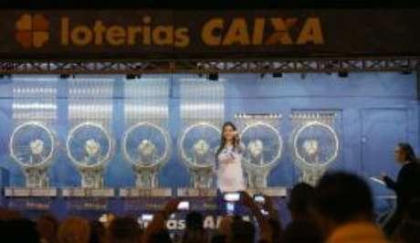Caminhão da Sorte da Caixa fez o sorteio em Searam Santa Catarina