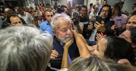 No seu derradeiro discurso no sábado (07/04) antes da prisão, Lula abriu espaço no palanque para os esquerdistas Manuela D'ávila (PCdoB) e Guilherme Boulos (PSOL), ambos pré-candidatos à Presidência. São nomes que despertam simpatia em nichos da esquerda