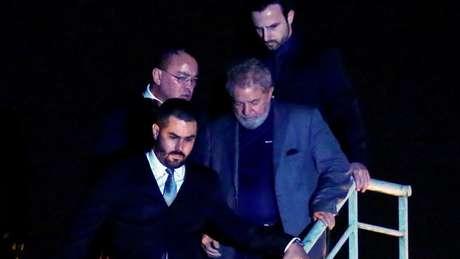 Ex-presidente chegou a Curitiba na noite de sábado