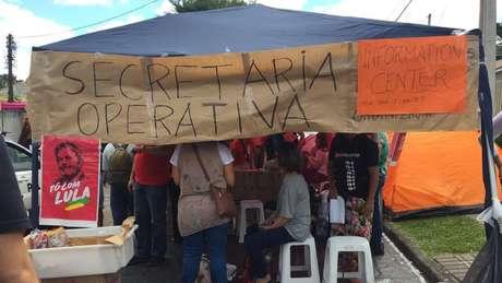 Manifestantes favoráveis a Lula montaram acampamento no entorno da PF