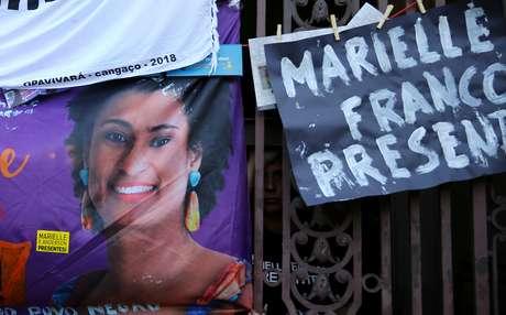Cartaz com foto de Marielle Franco durante protesto no Rio de Janeiro  15/3/2018   REUTERS/Pilar Olivares