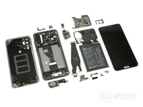O Huawei P20 Pro totalmente desmontado, exibindo todos os seus componentes internos. (Imagem: iFixIt)