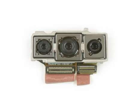 A câmera tripla, com um sensor de 20 MP à esquerda, outro de 40 MP no meio a a última de 8 MP à direita. (Imagem: iFixIt)