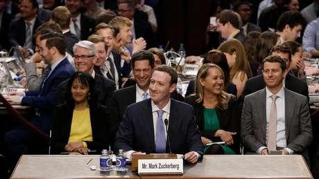 O fundador do Facebook, Mark Zuckerberg, negou ontem no Congresso dos EUA que a empresa venda dados dos usuários para anunciantes