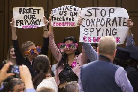 A audiência de ontem também foi marcada por protestos de usuários contra a falta de privacidade no Facebook