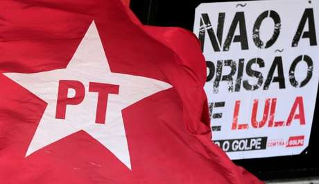 Deputados Petistas querem adotar sobrenome Lula no painel de votações da Câmara