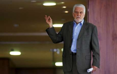 Jaques Wagner antes de reunião em Brasília 07/04/2016 REUTERS/Adriano Machado