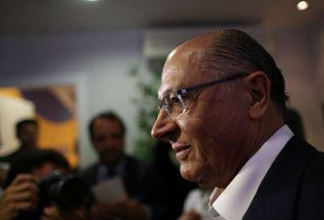 O ex-governador do Estado de São Paulo, Geraldo Alckmin, fala a jornalistas após reunião com membros do PSDB em Brasília 07/02/2018 REUTERS/Adriano Machado