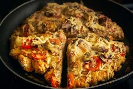 Pizza requentada na frigideira