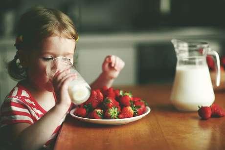 Dicas para ajudar as crianças a comerem melhor: não esconda a comida