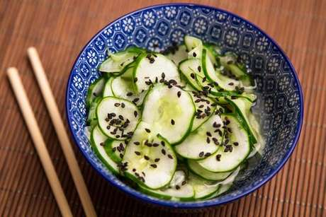 Sunomono: salada de pepino japonesa