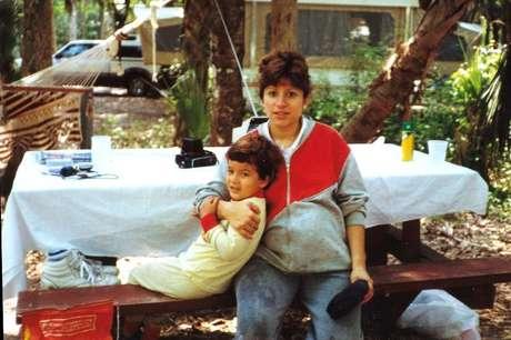 Salinas e sua mãe - a sinestesia afetou sua habilidade de fazer amigos