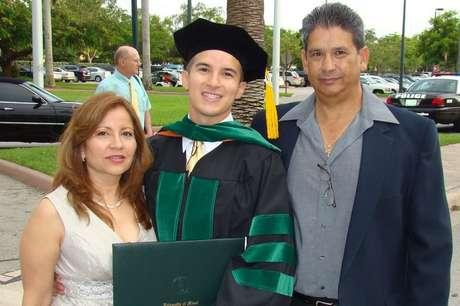 Salinas se graduou em Medicina porque sentiu uma vocação para 'curar pessoas'