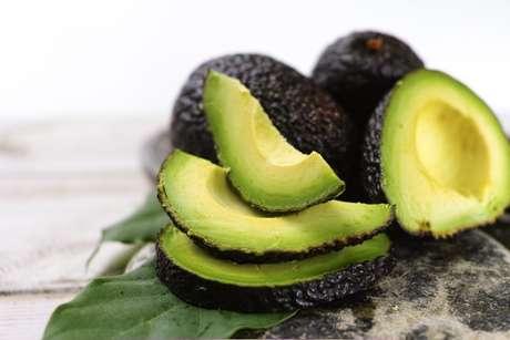 É verdade que abacate engorda?